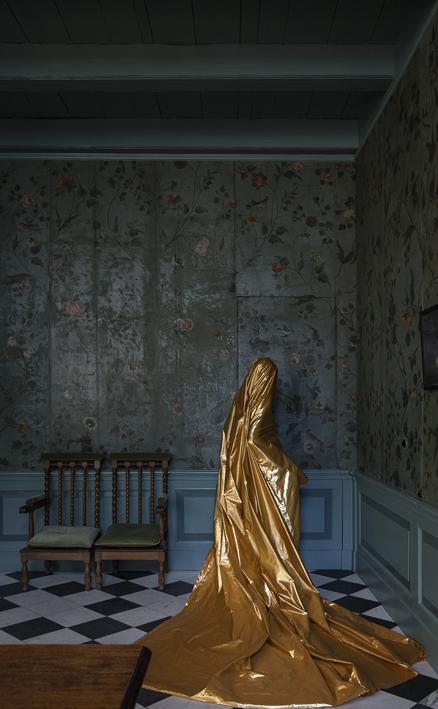Woman in Saskia's room (II)_Stampa giclée su carta perlata Hahnemuhle Fine Art_46x74.5cm_edizione di 5_2016